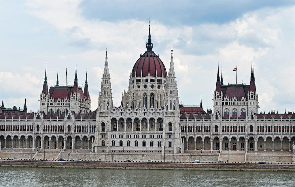 Здание парламента в Будапеште: фото с набережной