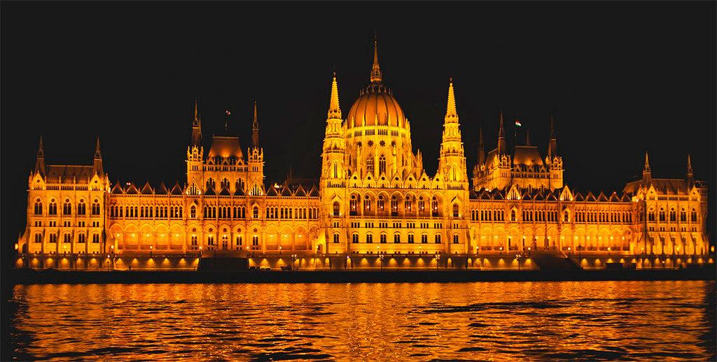 Ночная экскурсия на теплоходе по Дунаю (Будапешт, Венгрия)