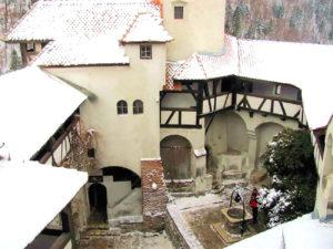 Замок Дракулы в Румынии (фото внутри)
