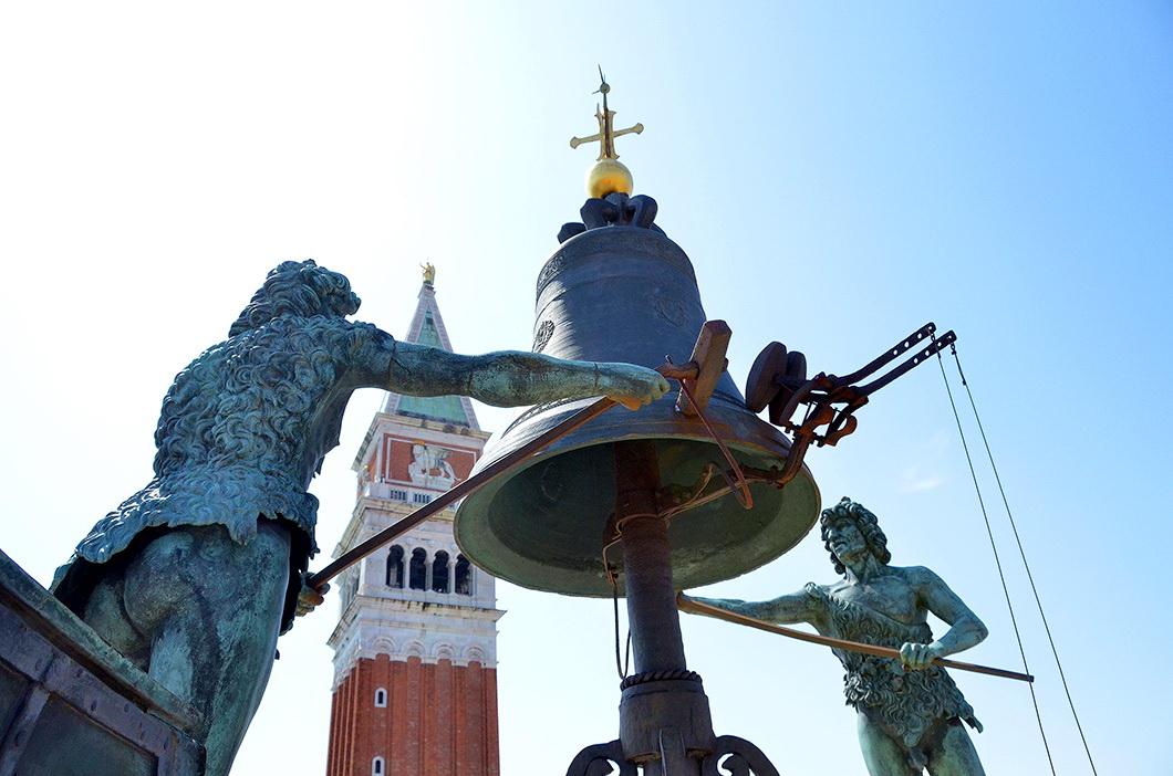 Часовая башня на площади Сан-Марко в Венеции