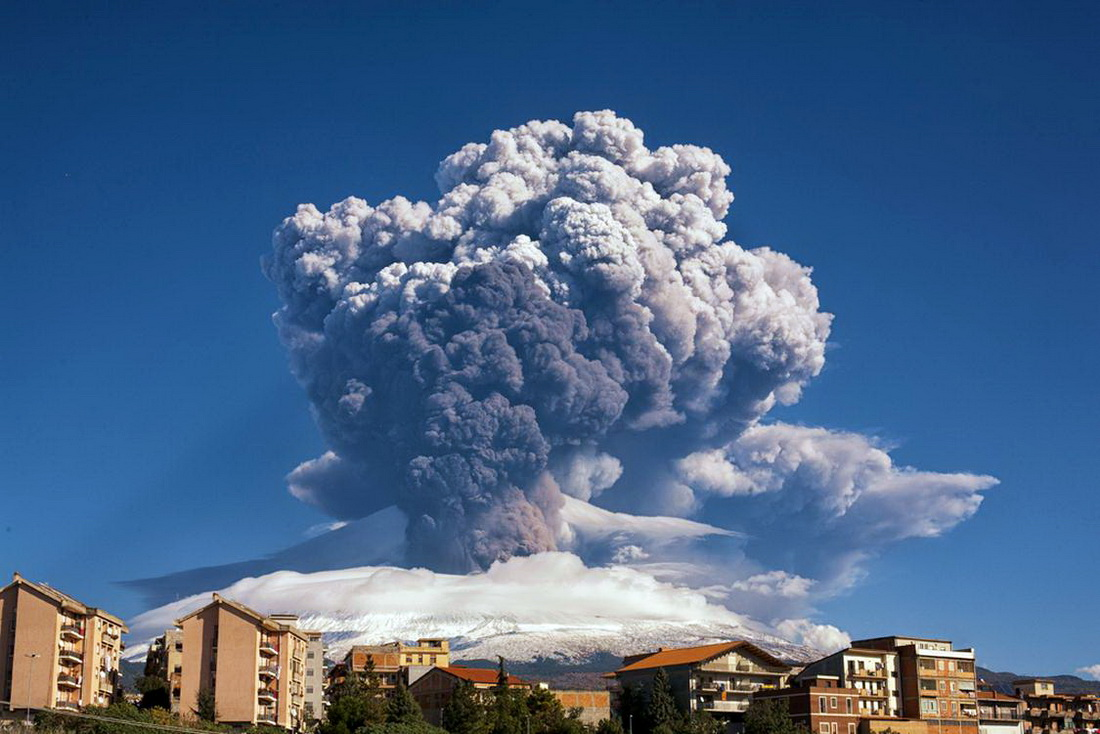 Извержение вулкана Этна (остров Сицилия)