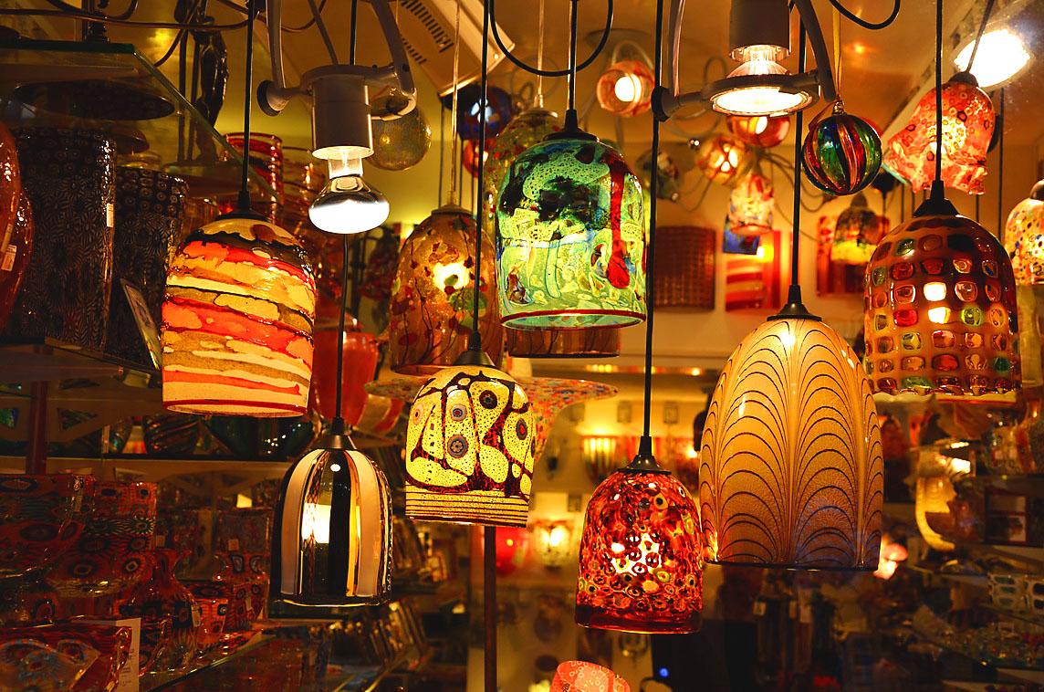 Сувениры из Венеции: люстры из муранского стекла