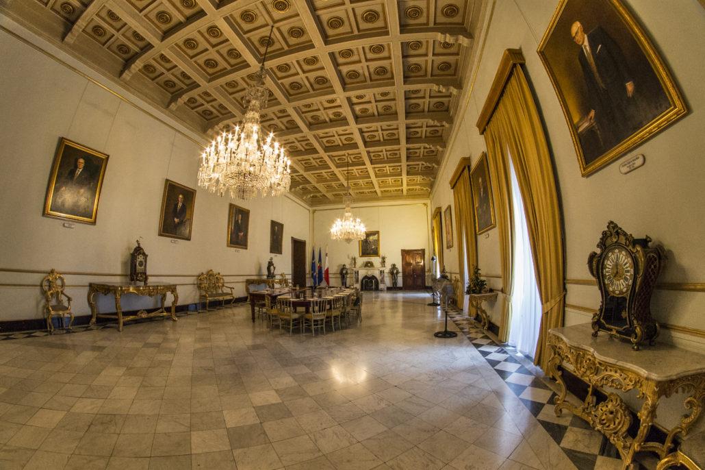 Залы дворца, в котором сегодня заседает правительство Мальты
