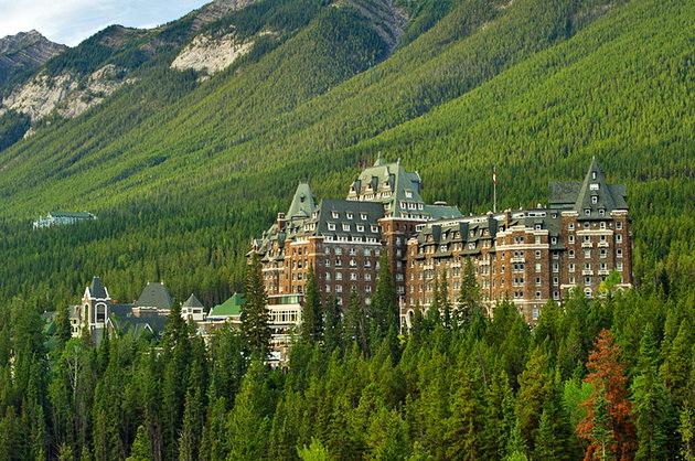 The Fairmont Banff Springs Hotel в парке Банф, Канада