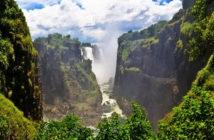 Водопад Виктория — на границе Замбии и Зимбабве