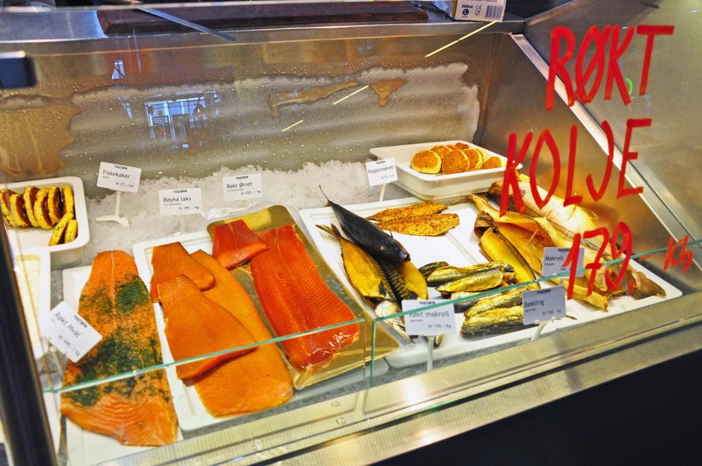 Норвежская рыба на рынке Матхаллен, Осло, Норвегия