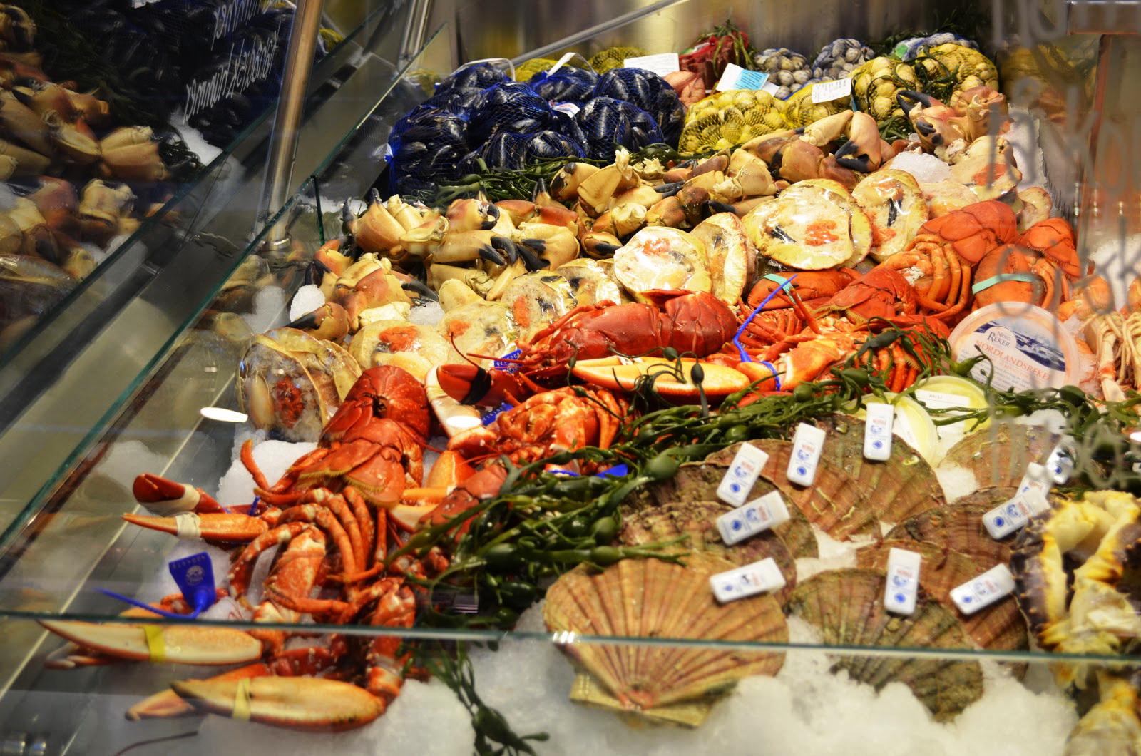 Морепродукты на рынке Матхаллен в Осло