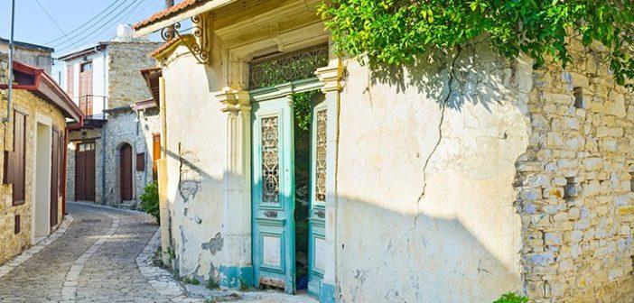 Узкие улочки поселка (Лефкара, Кипр)