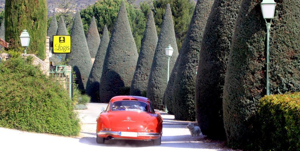 Auberge De Carcarille (Горд, Франция) Деревня Горд Деревня Горд, Прованс Auberge De Carcarille 1024x516