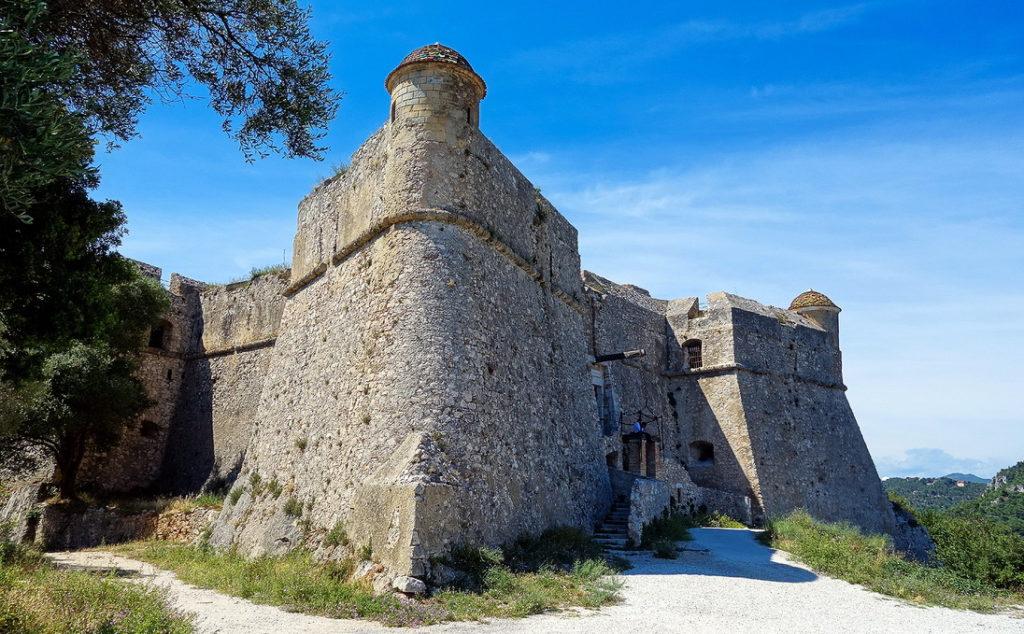 Достопримечательности Вильфранша - средневековая крепость