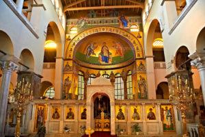 Алтарь и фрески в базилике Святого Димитрия (Салоники, Греция)