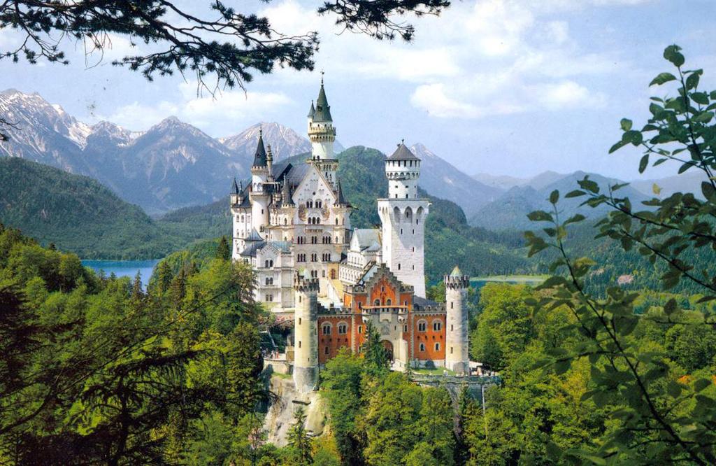 Нойшванштайн - самый популярный замок в Баварии