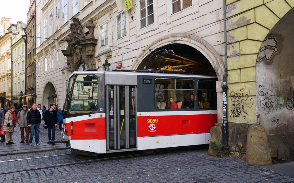 Стоимость проезда на трамвае в Праге
