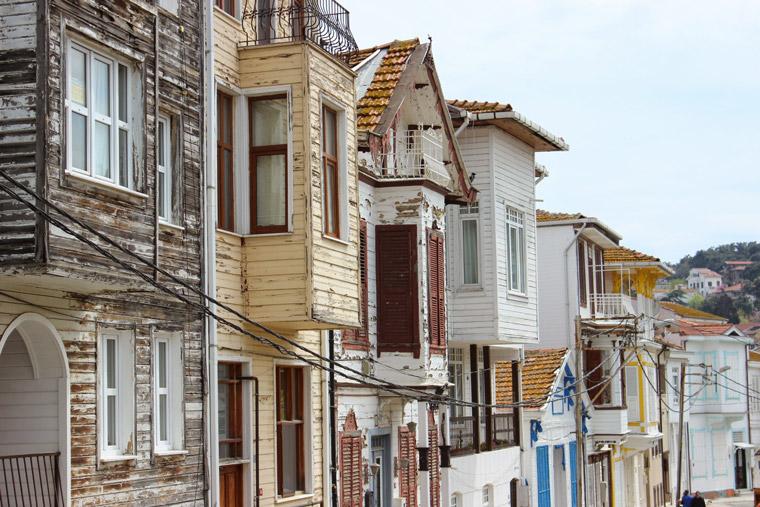 Старая застройка на о-ве Хейбелиада (Принцевы острова, Турция)