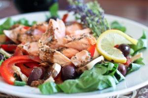 Как приготовить норвежский салат из запеченной семги