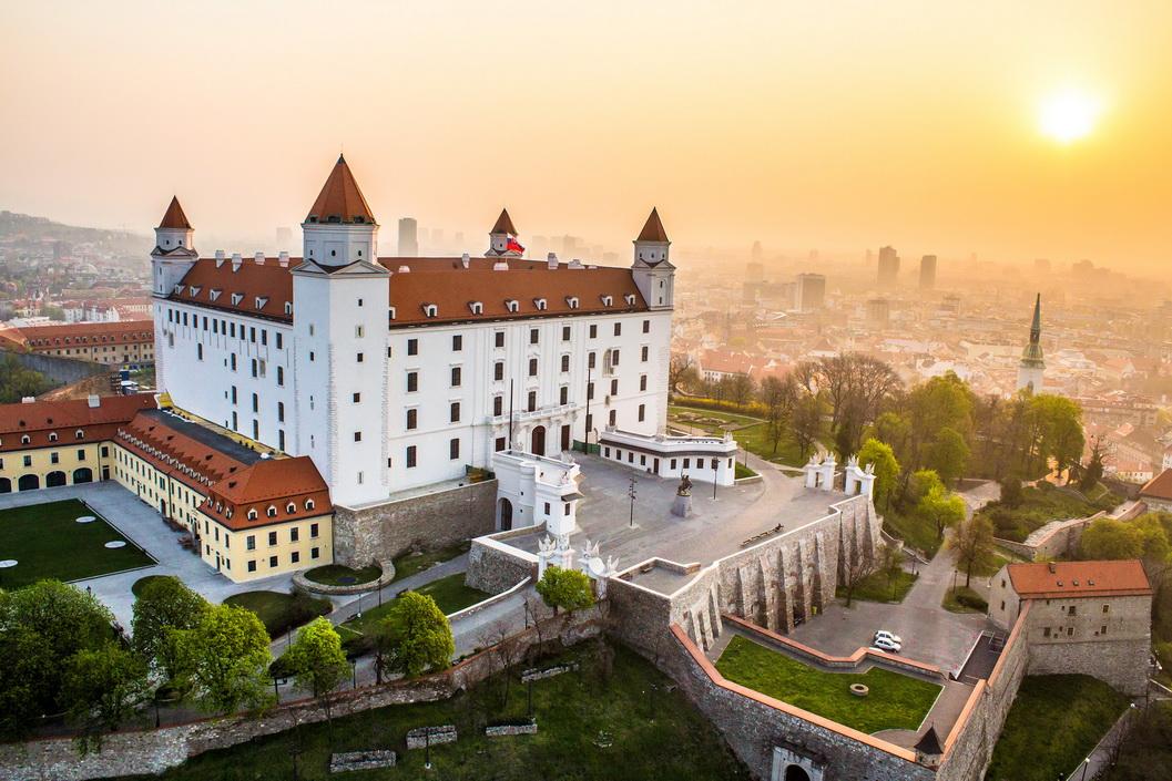 Однодневные экскурсии из Вены: замок в Братиславе