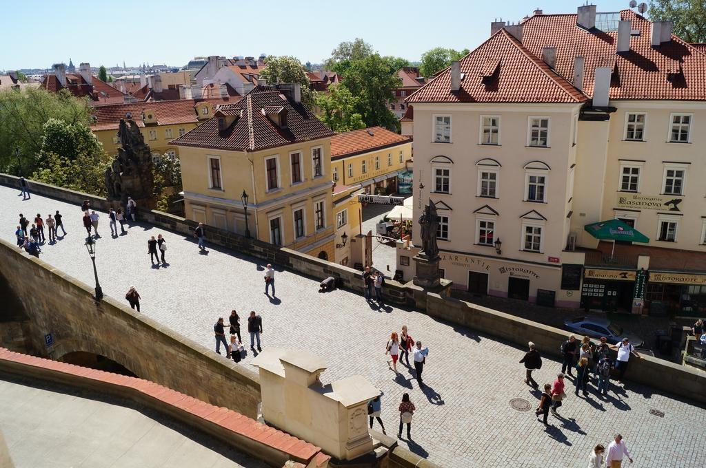 Hotel U 3 Pstrosu (Карлов мост, Прага)