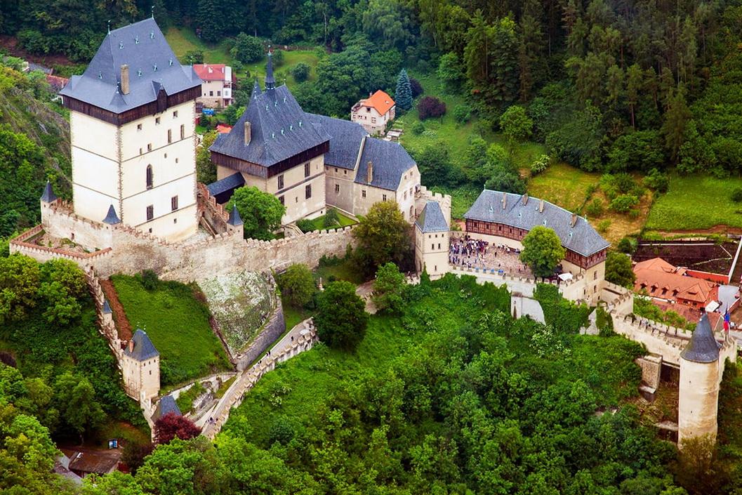 Экскурсия в замок Карлштейн: что посмотреть, как доехать