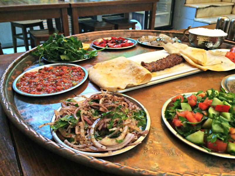 Традиционные блюда Стамбула: кебаб из «Gazientep Burç Ocakbaşı»
