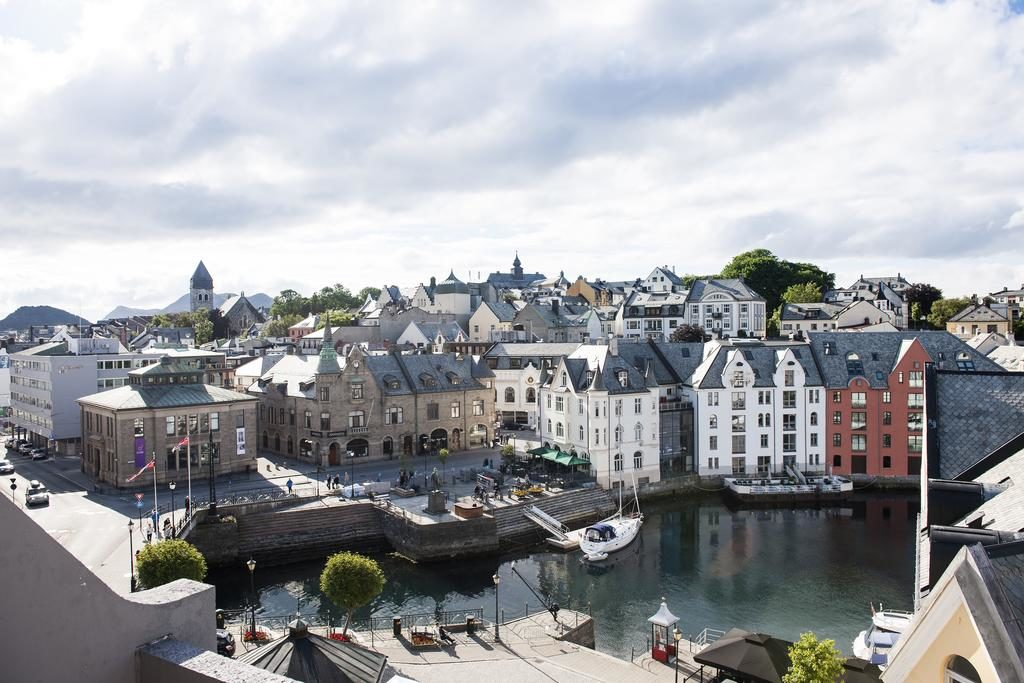 Вид с балкона First Hotel Atlantica (Олесунн, Норвегия)
