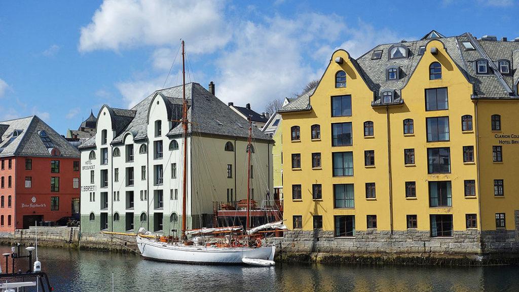 Чем интересен и знаменит Олесунн, Норвегия