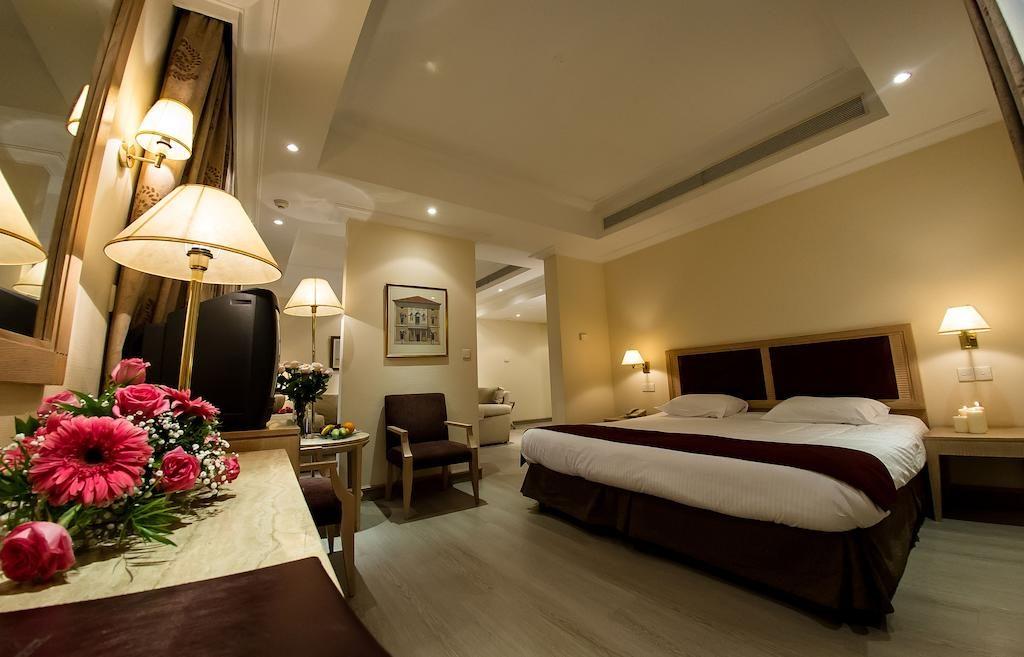 Стандартный номер в Curium Palace Hotel (Лимассол, Кипр)