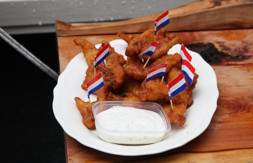 Популярная уличная еда Амстердама: белая рыба Kibbeling