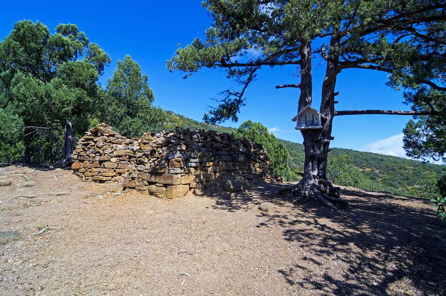 Руины средневекового монастыря на горе Перчем, Судак, Крым