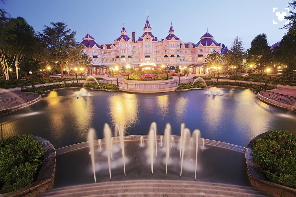 Disneyland Hotel — лучший на территории Диснейленда в Париже париж диснейленд Парижский Диснейленд — во сколько обходится удовольствие? Disneyland Hotel 1 1024x683