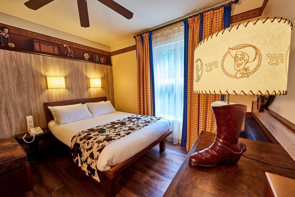 Стандартный номер в Disney's Hotel Cheyenne (Диснейленд, Париж) париж диснейленд Парижский Диснейленд — во сколько обходится удовольствие? Disneys Hotel Cheyenne 1024x684