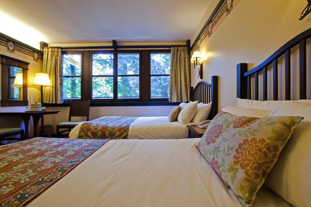 Отель Disney's Sequoia Lodge (Парижский Диснейленд, Франция)