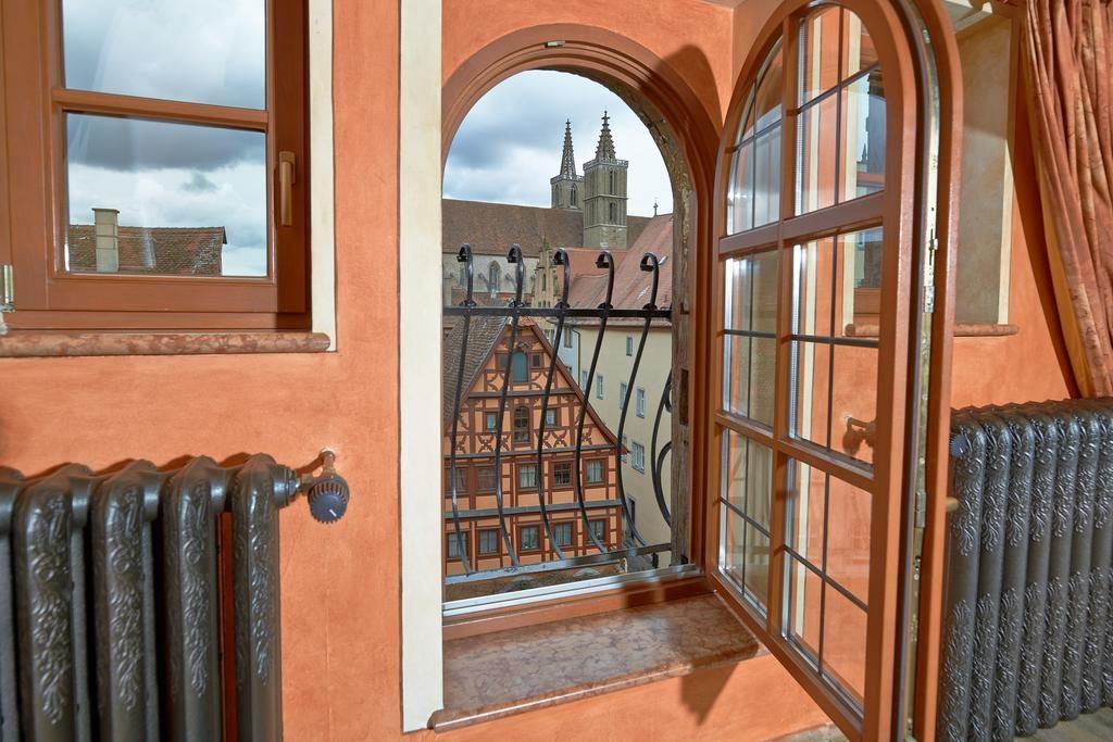 Вид из окна отеля (Ротенбург на Таубере, Бавария)