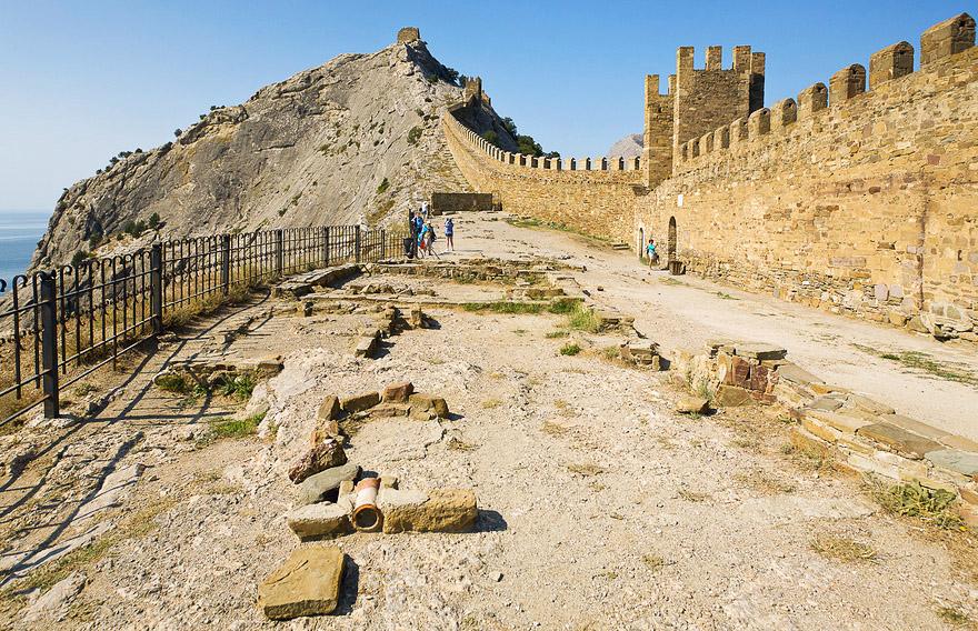 Что посмотреть в Новом Свете: Судакская крепость