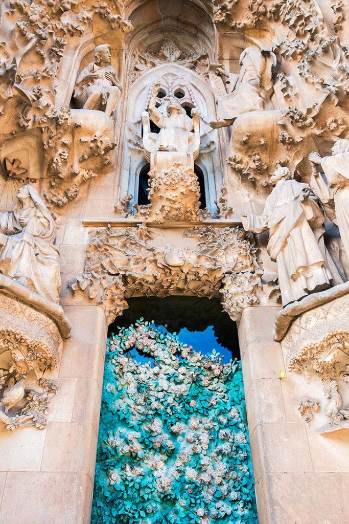 Как попасть внутрь Саграда Фамилия в Барселоне, Испания