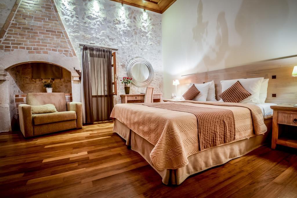 Улучшенный номер в Leo Hotel (Ретимно, Крит)