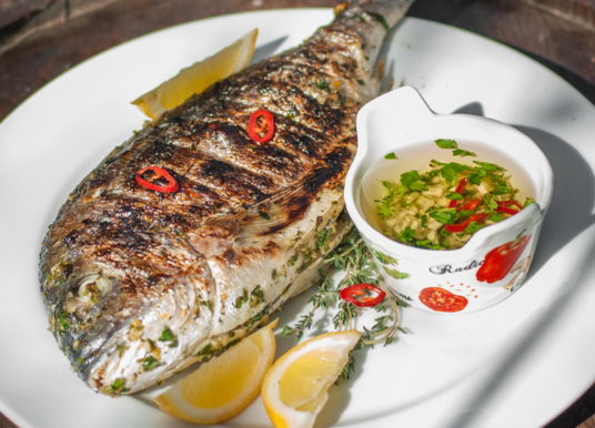 Кухня Кипра: дорада с травами и лимоном