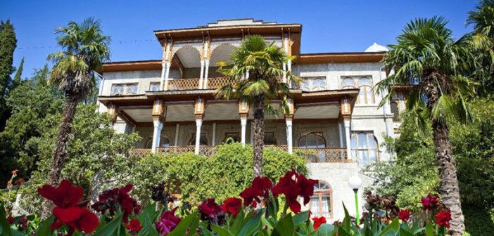 Дворец Карасан (Большая Алушта, Крым) — как добраться, что посмотреть