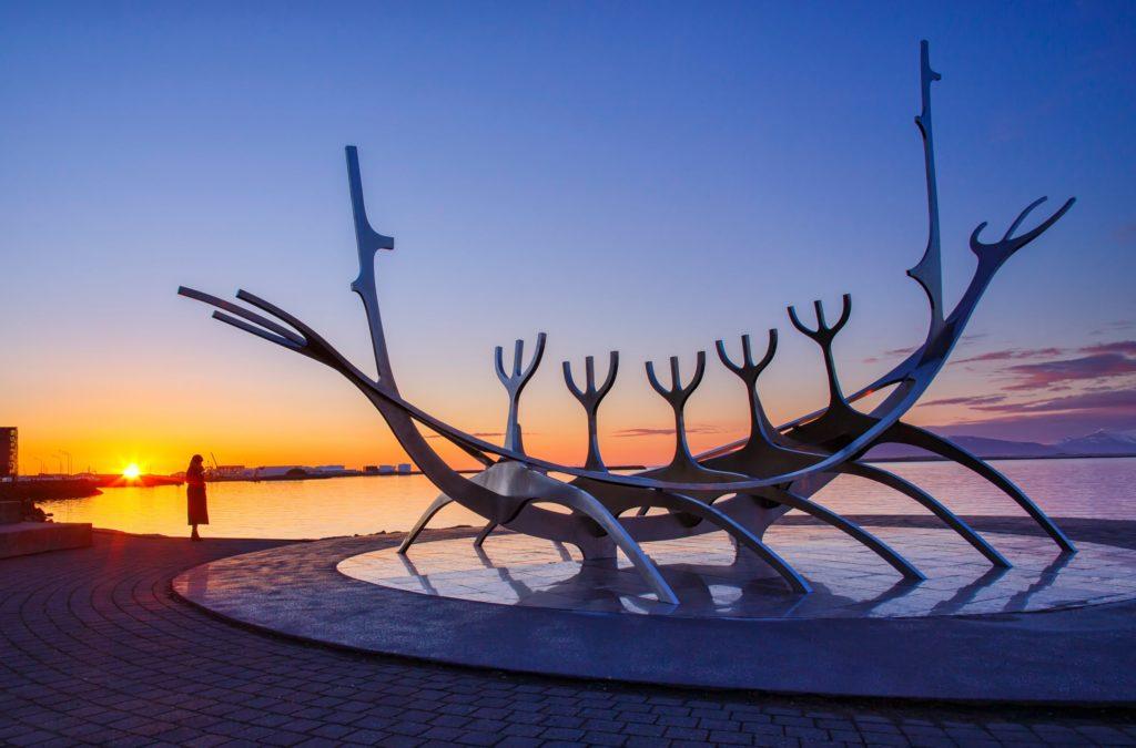 Что посмотреть в Рейкьявике: скульптура «Солнечный странник»