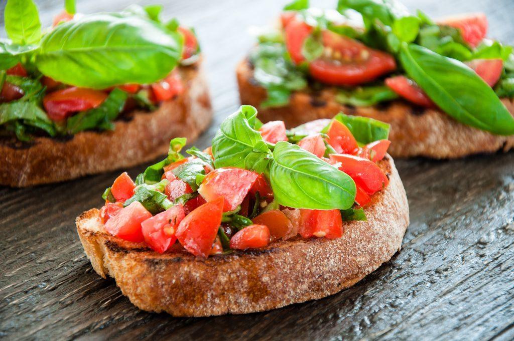 Простая и сытная римская еда: брускетта