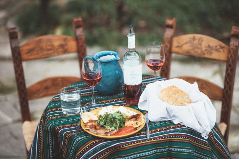 Основные напитки Крита — вино и виноградная раки