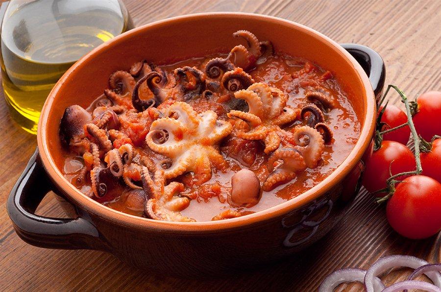 Еда на Крите: тушеный осьминог чтаподи