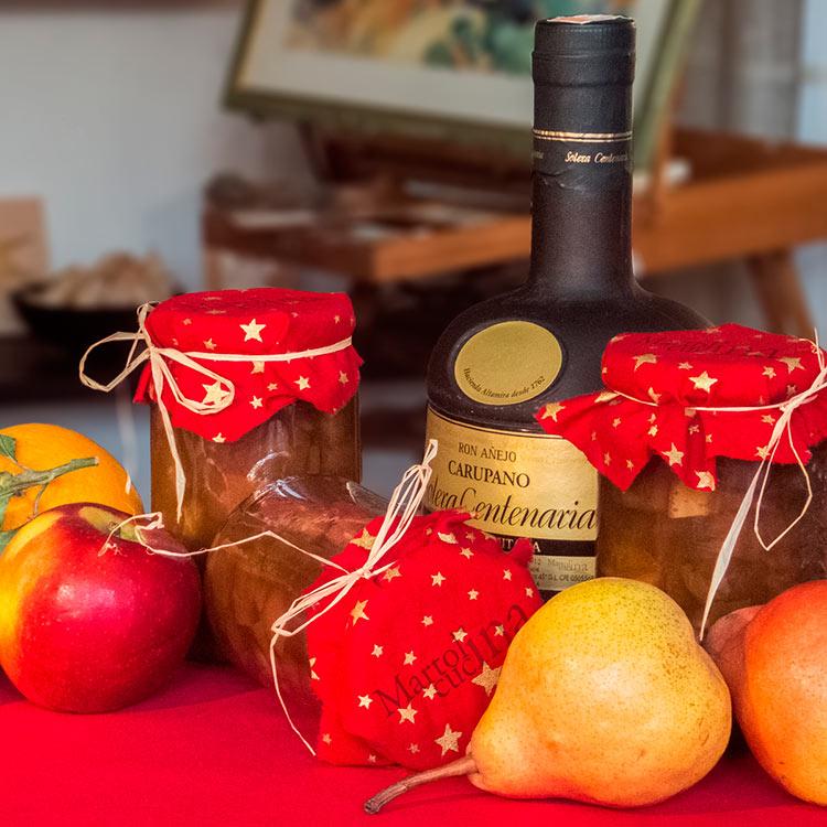 Готовим румптоф, или ягоды в «ромовом горшке»