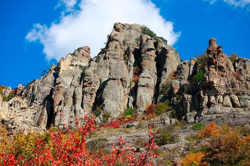 Экскурсии по Южному склону Демерджи: Долина привидений