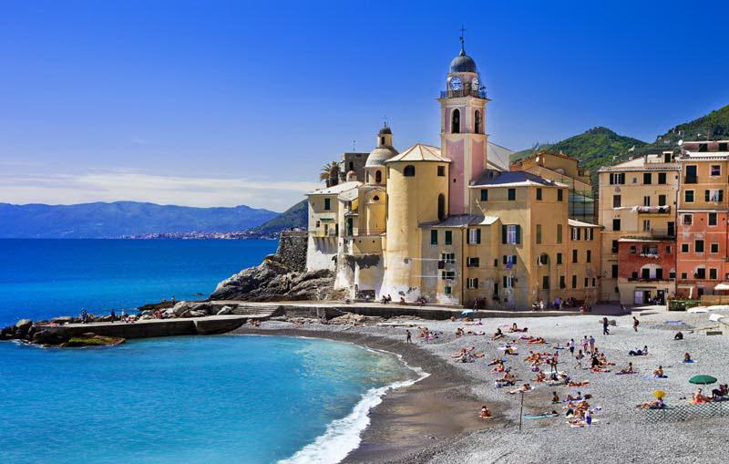 Куда съездить из Генуи: пляж в Камольи