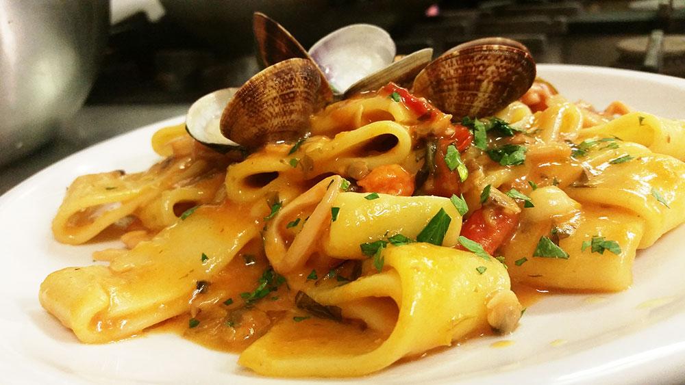 Итальянская паста каламарата с кальмарами (фото, ингредиенты, рецепт)