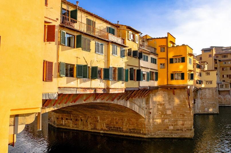 Вид на Понте-Веккьо (Флоренция) с западной стороны Арно