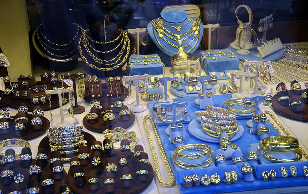 Понте-Веккьо, Флоренция: ювелирные изделия в сувенирной лавке