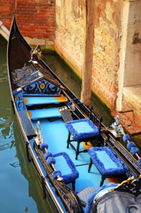 Венецианская гондола — уже не транспорт, а символ города