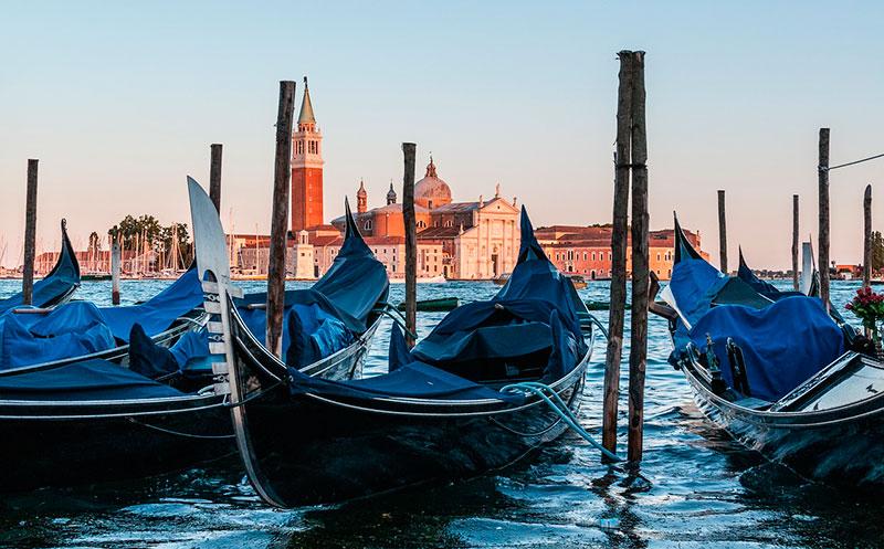 Гондолы на площади Сан-Марко (Венеция, Италия)
