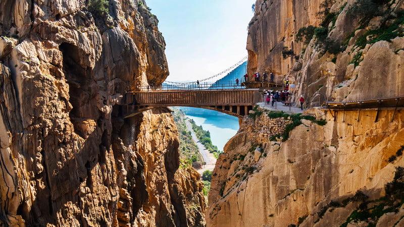 Мост высотой 105 м над пропастью (Каминито-дель-Рей, Испания)
